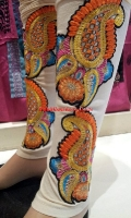 embroidered-tights-at-pakicouture-3